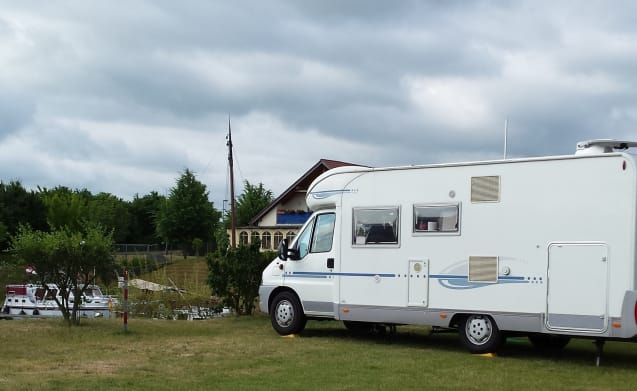 Adriatik 680 SP Coral – TE HUUR.Leuke camper with BIG garage and bike rack.