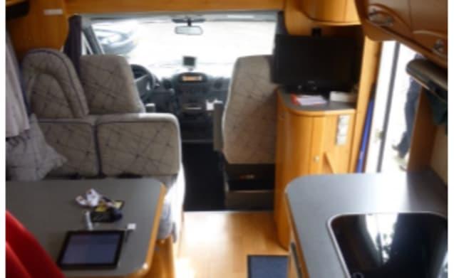 Adiatik 690DP – about complete Mercedes Adriatik 6p. Alcove (B license)