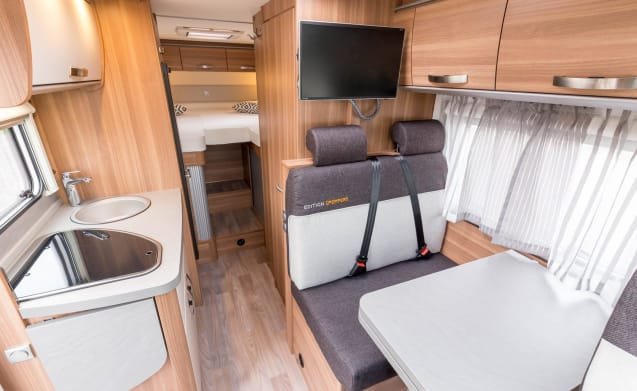 2) Luxury 2017 camper with many extras!