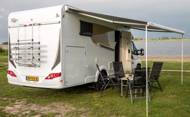 3) Luxury 4 person camper!