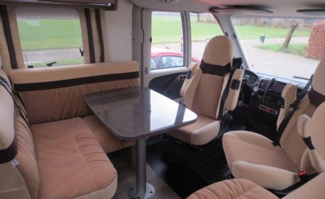 C1 Driving license. Extremely luxurious Burstner Aviano 727i