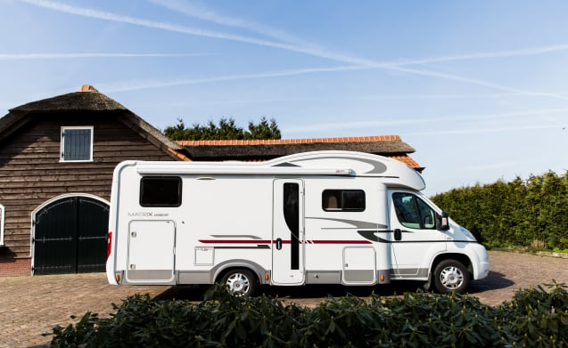 Camper Adria matrix sp680 – Luxurious and spacious 4/5 person camper for rent