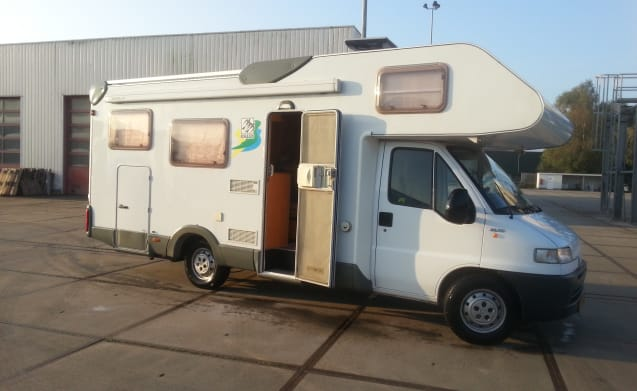 Knaus 695 Sporttraveler – Spacious 6 pers. Camper with Garage and a strong 2.8 JTD diesel.