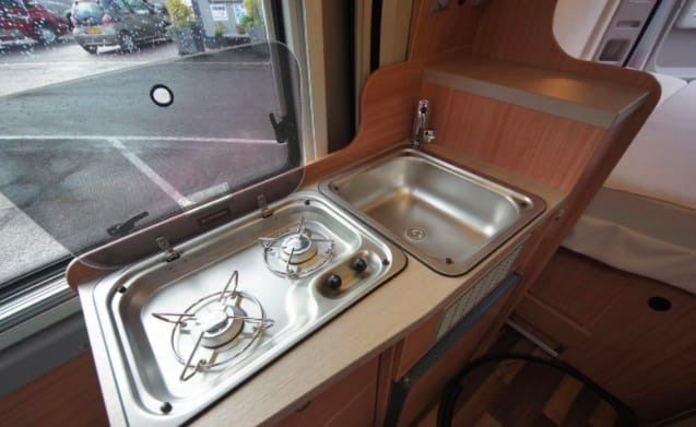 Knaus – Nice camper bus for rent! With 2 sleeping places and bj 2016