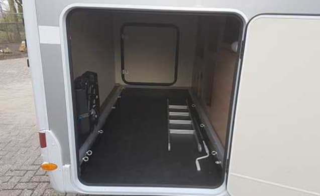 Ruime familie camper – A02 - Sunlight T68 (automaat)