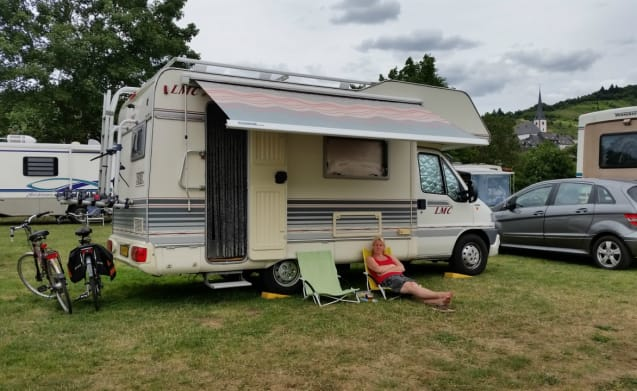 #5 Liberty 566 – 5 Person LMC Liberty 566 Camper from 2000 with long bench. (Camper 5)