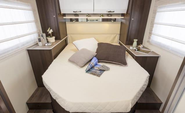 Zefiro 696  – Luxury 5 Berth with Separate Bedroom & en-suite