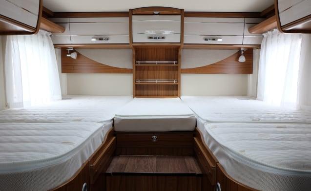 Hymer T678 Golden limited te huur voor een zalig reisavontuur