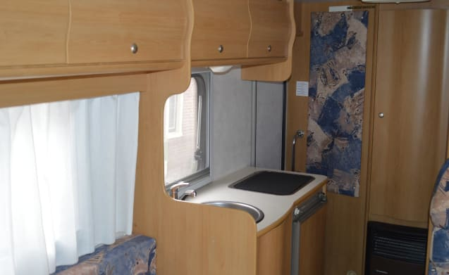 Complete and compact camper