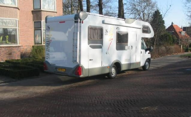 110 – Knaus Traveler with crossbed on XXL garage. Spacious layout for families