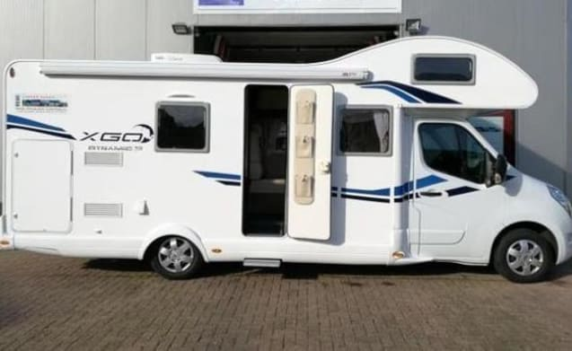 G-type – Spacious and economical family camp with winter tires / snow chains