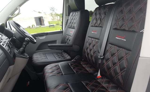 Harry – VW T5 Brand new conversion with pop top