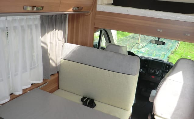Carahome 600 DKG – Coachbuilt motorhome with bunk bed and double bed
