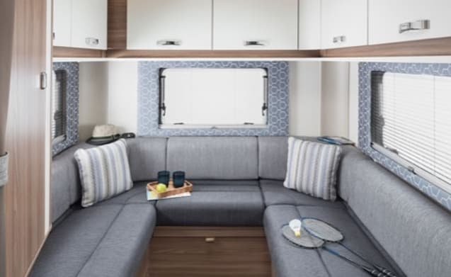 'Dora' – 2017 6 Berth Family Motorhome