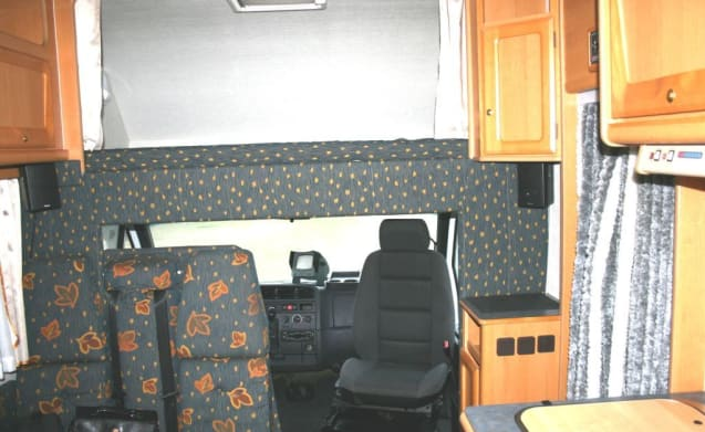 Fine family camper with sleeping places for 5 people!