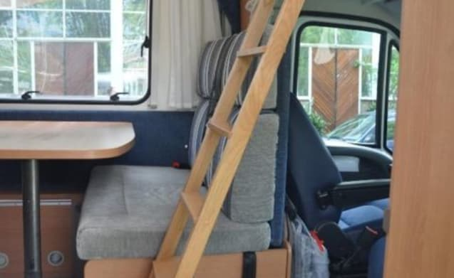 Compact camper, very suitable for visiting cities