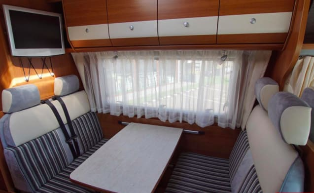 Carado 464 – 6 Personals Alkoof from 2011 for rent!