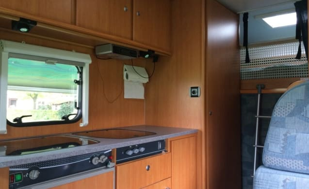 Beautiful spacious family motorhome for 6 people with air conditioning