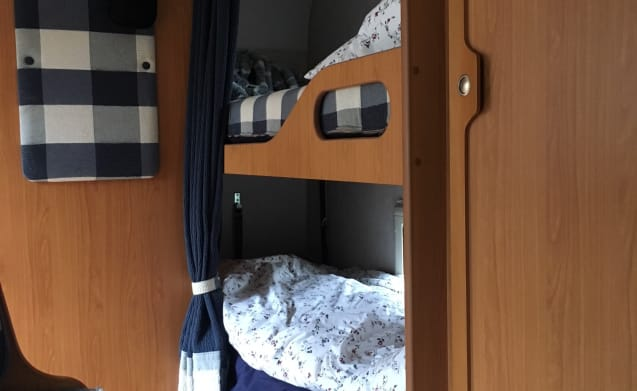 Nice complete 4/6 person alcoof camper