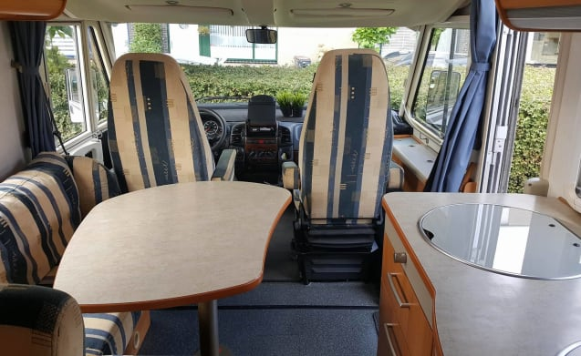 Hymer 624 4-persoons – Ideal spacious Hymer 4 person camper