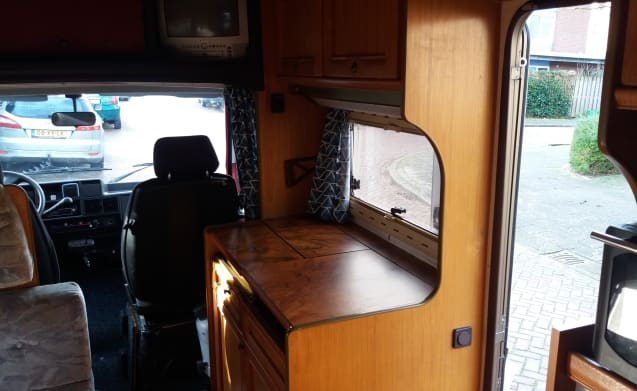 Spacious strong camper with fixed bed and large carrier (motor / scooter / etc)