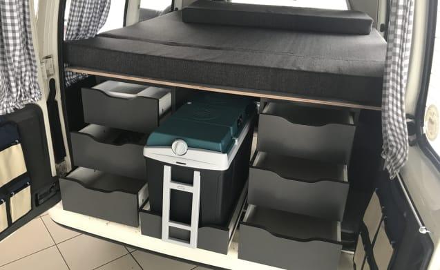 BERT – CITROEN BERLINGO CAMPER 2 SLEEPS AND AIR CONDITIONING