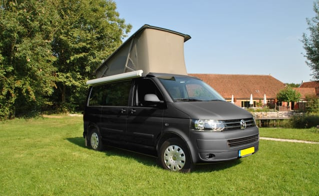 Antraciet grijze California – Anthracite gray compact Volkswagen T5 California - mileage-free
