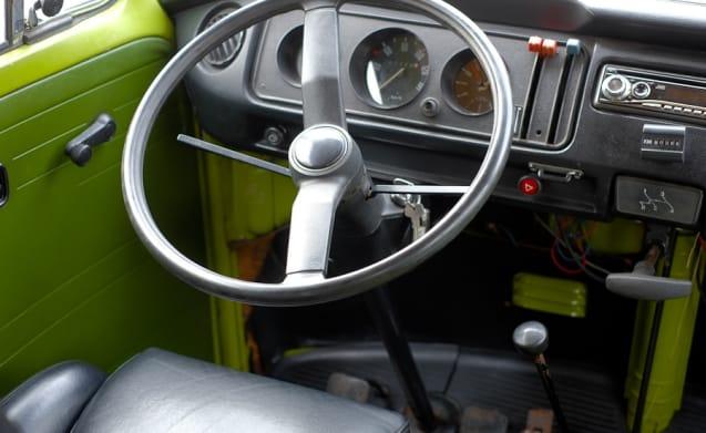 Bloemenbus – Classic Volkswagen T2 for rent! For the true enthusiasts