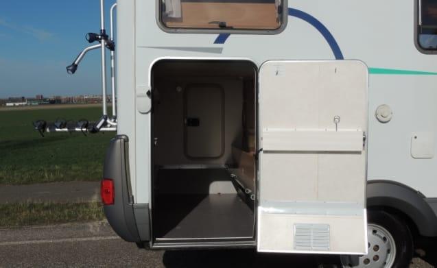 Hymer B 524 - 3 Schlafplätze - mit Inverter und komplettem Inventar