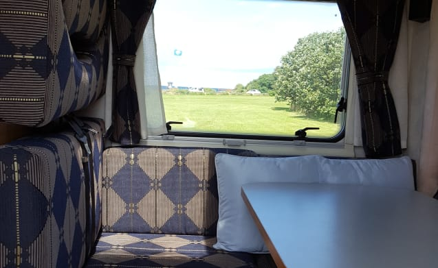 Elnagh Sharky – Spacious Fiat Ducato (with 2 of the 4 beds in the longitudinal direction)