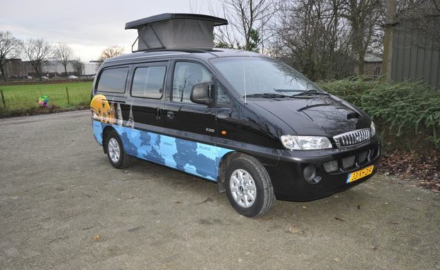 Type 1A – Cool compact camper with lifting roof and large bed