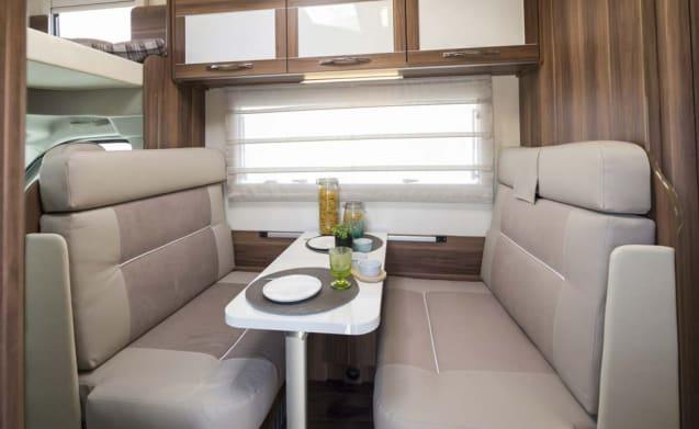 Luna 2 – 6 Berth Luxury Camper - Fiat Rollerteam 746 U-vormige lounge