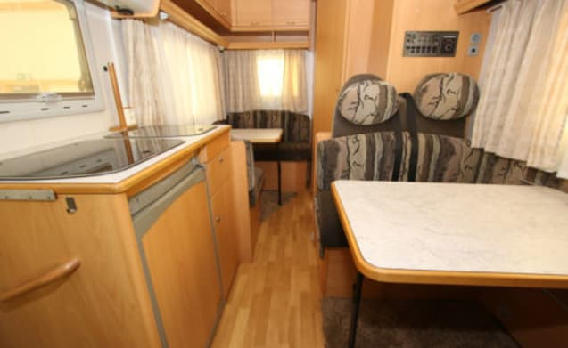 Weinsberg – Weinsberg Meteor 5 person a spacious camper. km free
