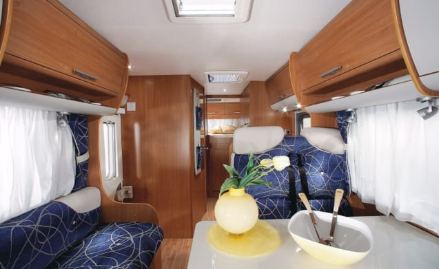 Very spacious luxury 6 person camper