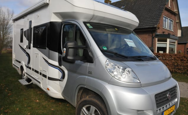Very nice and spacious Fiat camper with 3 sleeping places