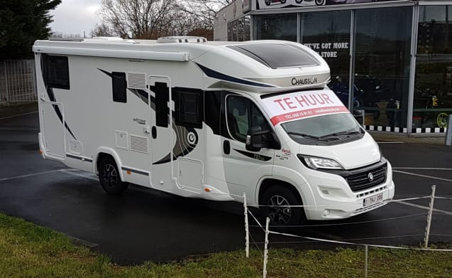 Camper Chausson Welcome equipped for 4 people.