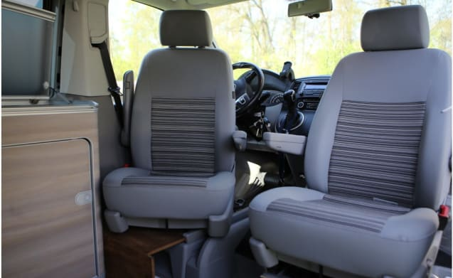 Cali – Rent VW California? Enjoy with 4 people of this luxury camper bus