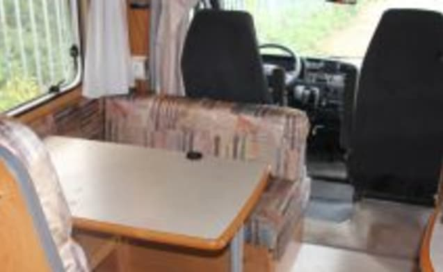 Globetrotter – 4-person spacious camper fully equipped, air conditioning / solar energy