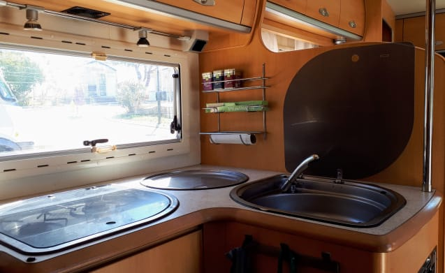 Cozy and complete camper, ready for adventure