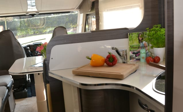 Luxury 6-person motorhome