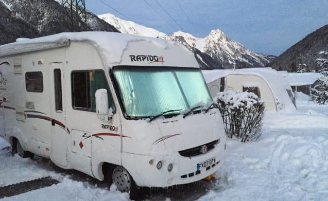 Rapido Wohnmobil mit vier Schlafplätzen.