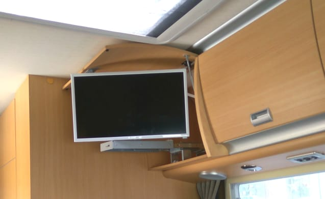 Motorhome Camper for 5 passengers in Barcelona, Spain – Luxury Motorhome Camper with delivery at Barcelona Int. Airport!