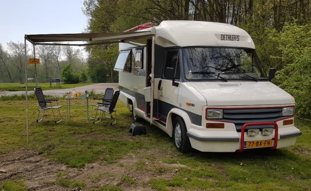 """GOOG VIBES"" – ""Good Vibes"" RETRO CAMPER WITH AIRCO !!"