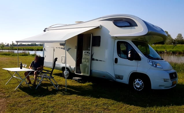 Giotti – Very spacious Autumn motorhome with € 150.00 real Autumn discount per week