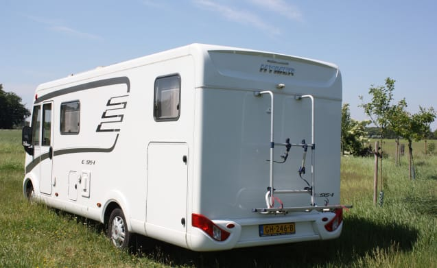 Beautiful Hymer camper for 4 people