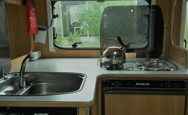 Dethleffs automatic 3 person - fully equipped camper