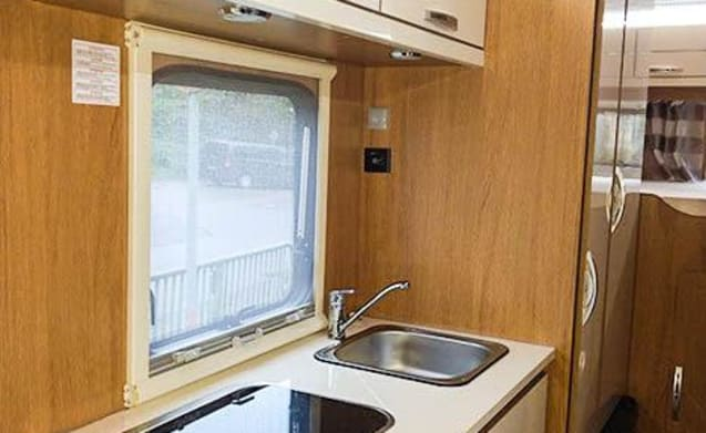 Rimor Seal 5 – A very spacious family camper for 5 people