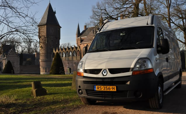 Fully equipped 2-person Renault camper van