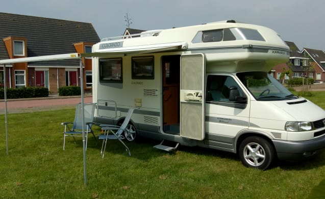 Very nice and complete VW Karmann Colorado Edition family camper
