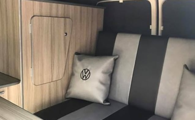 VW Transporter - T5 - Funky bus with all mod cons (Pep)